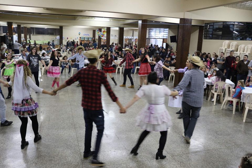 Tradicional Festa Junina da Paróquia Santa Terezinha contou com grande participação da comunidade