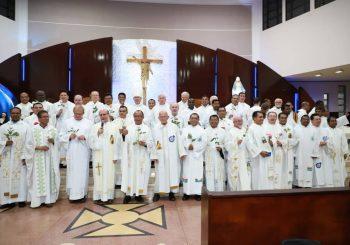 Terceiro dia da novena em honra a Santa Terezinha contou com a presença dos Missionários do Verbo Divino da Província Brasil Sul